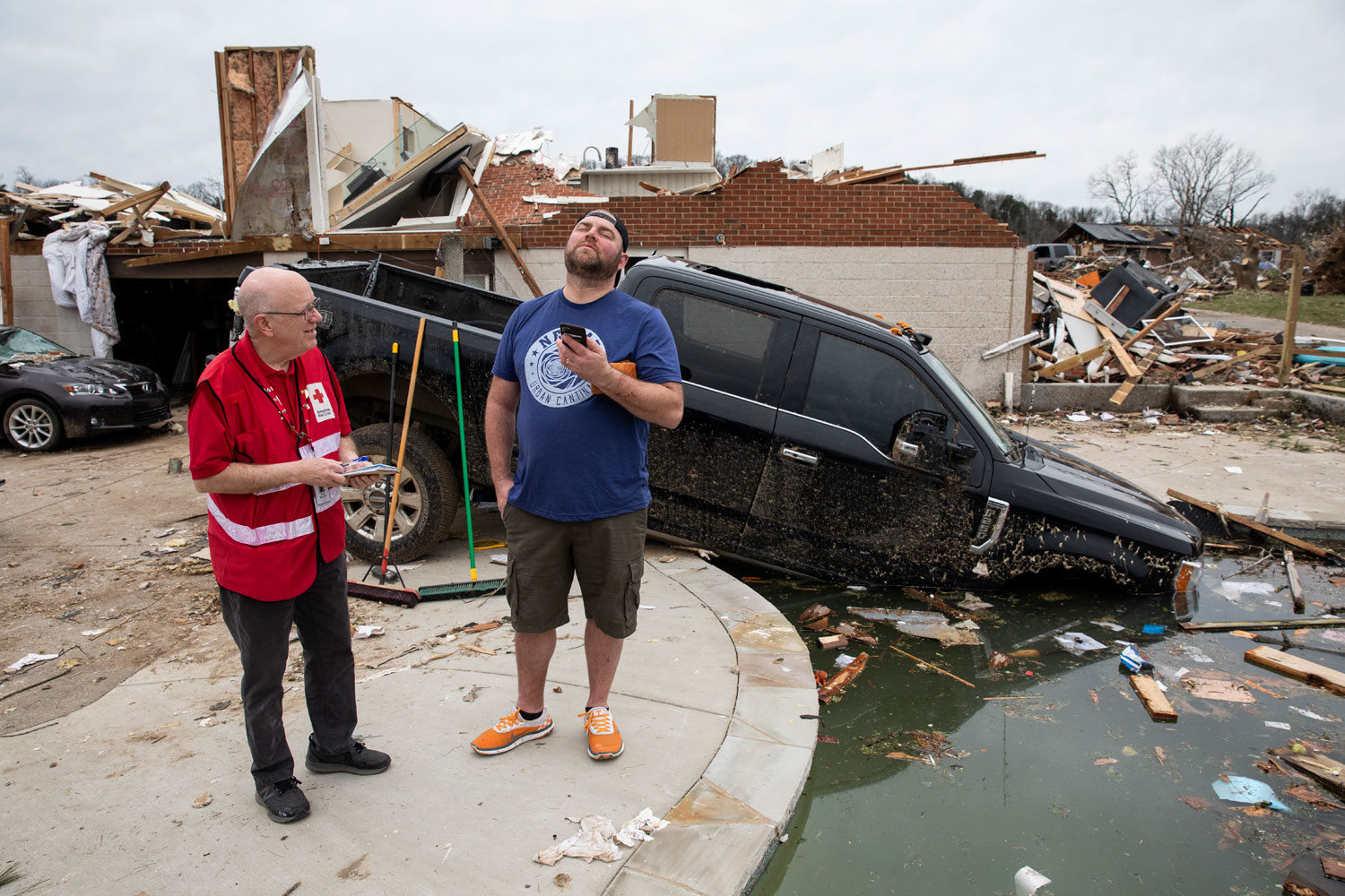 Red Cross volunteer Doug Bardwell discuss the loss of Bailey's two cars